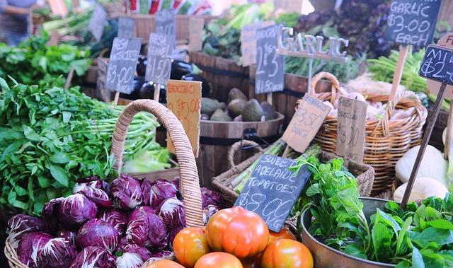Markststand verschiedenes Gemüse